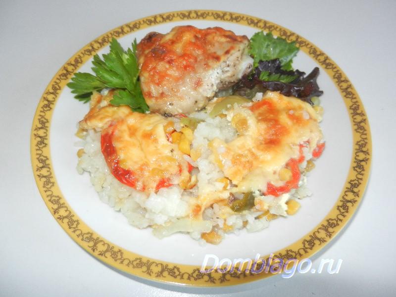 Запеченные куриные бедрышки с рисом и овощами. Рецепт с фото.