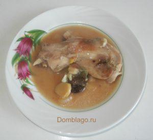 Кролик тушеный в мультиварке или жаровне. Рецепт с фото.