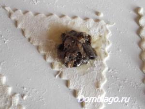 слоеные пирожки с грибами